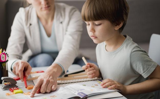 Người giáo viên mầm non cần yêu thương trẻ