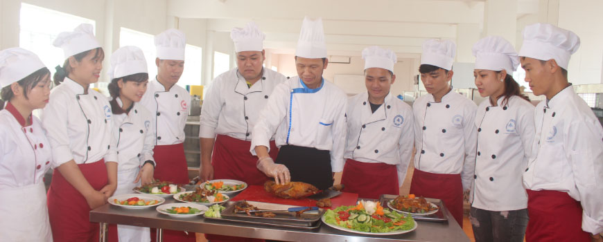 Học trung cấp kỹ thuật chế biến món ăn tại Việt Hàn